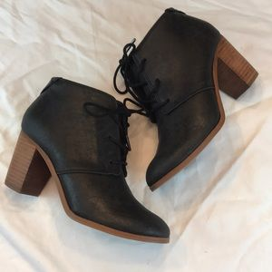 TOMS sz6.5 distressed black leather booties